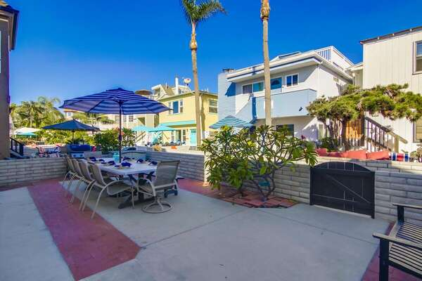 Spacious Front Patio with Outdoor Dining & BBQ