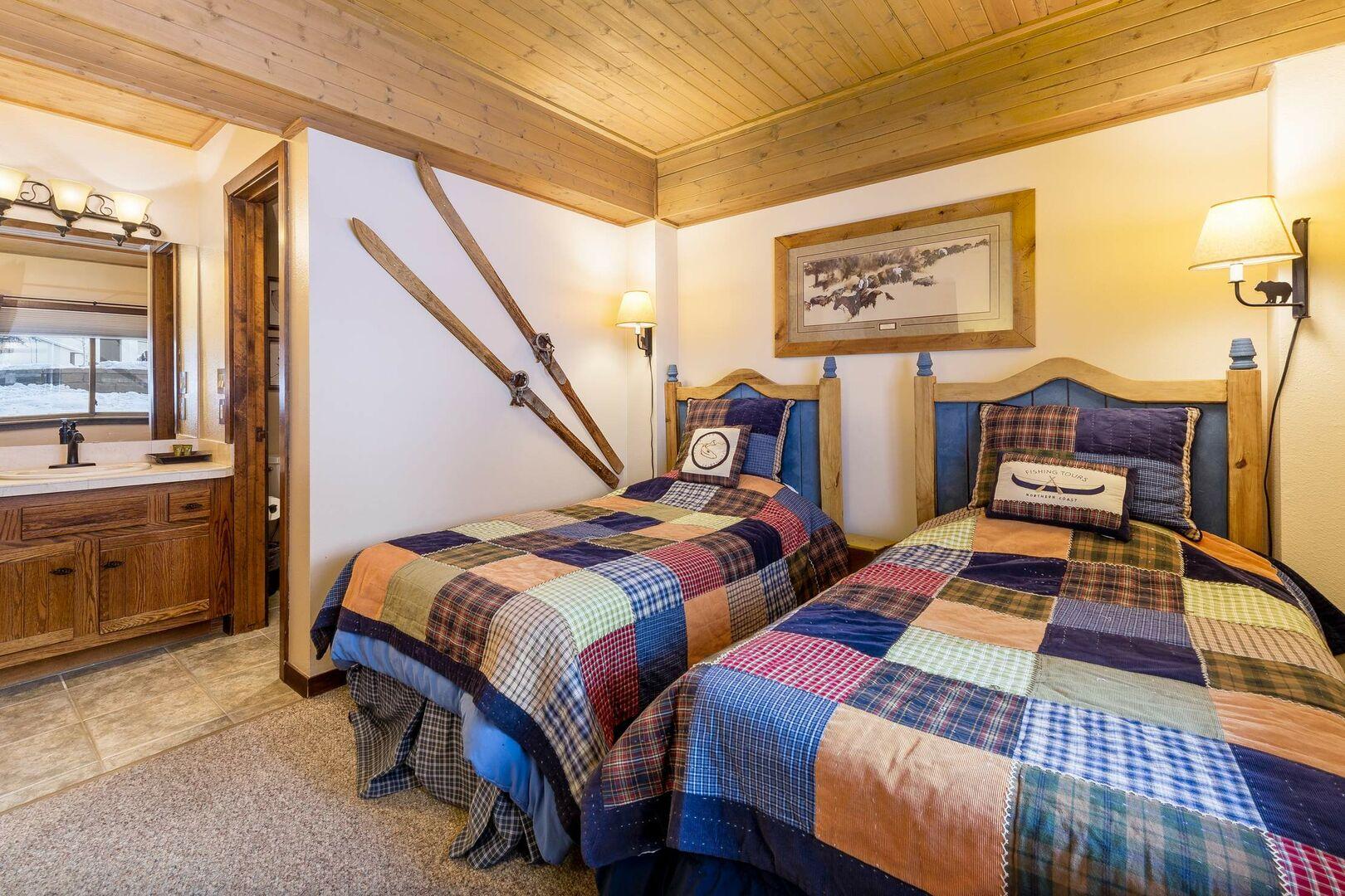 Bedroom with twin beds and en suite bathroom