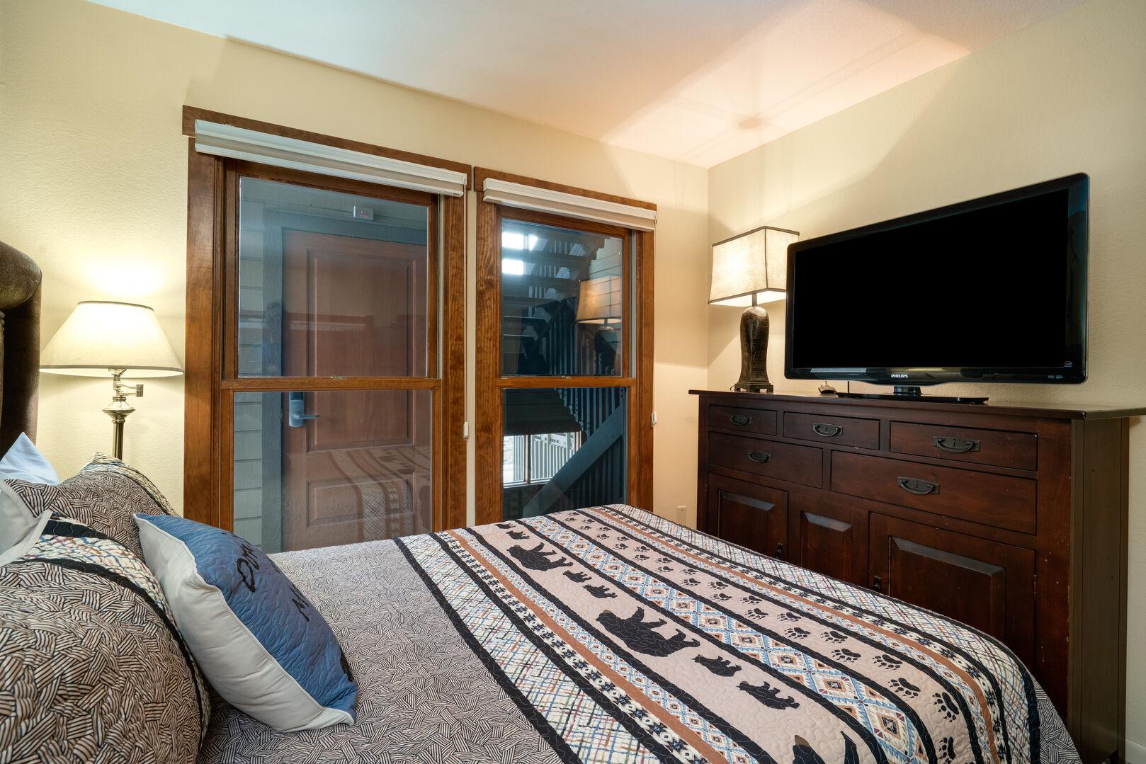 Queen bed in second bedroom, TV, large dresser