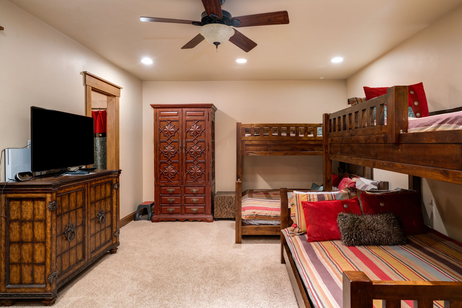Bunk room! Twin over queen size bunk beds, TV with Xbox