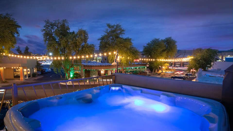 Luxury Hot Tub Overlooking Street in Scottsdale.