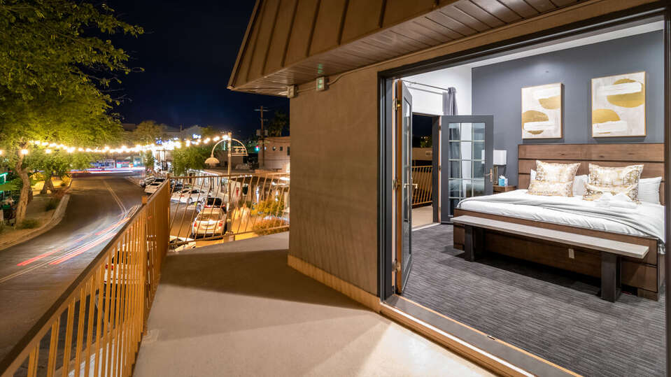 Image of Wrap Around Patio Attached to Luxury Vacation Rental in Scottsdale.