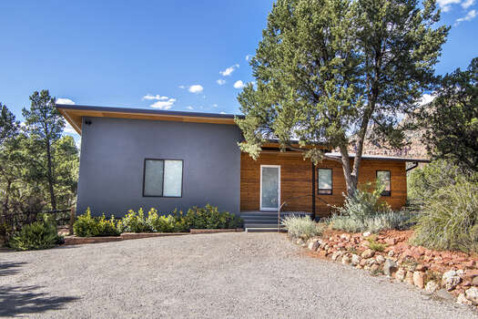 Sedona Zen House - A Custom 3 Bedroom, 3 Bath Luxury Home with Amazing Views and a Hot Tub