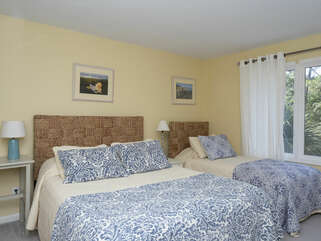 Guest Bedroom with 1 queen bed and 1 twin bed