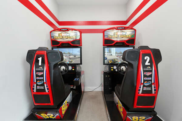 Choose your car and race against friends on the racing arcade game