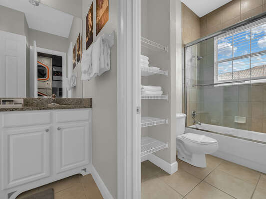 Shower/tub combination and plenty of storage