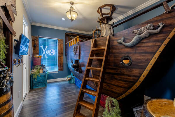 Adventure the ocean blue in the Pirate-themed bedroom