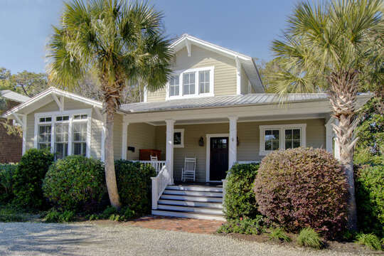The front exterior of this house to rent in St. Simons Island GA.