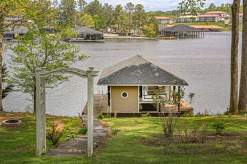 This Smith Mountain Lake Vacation Rental Has a Nearly Flat Lot