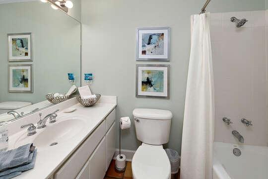 Guest Hall Bathroom with Tub/Shower