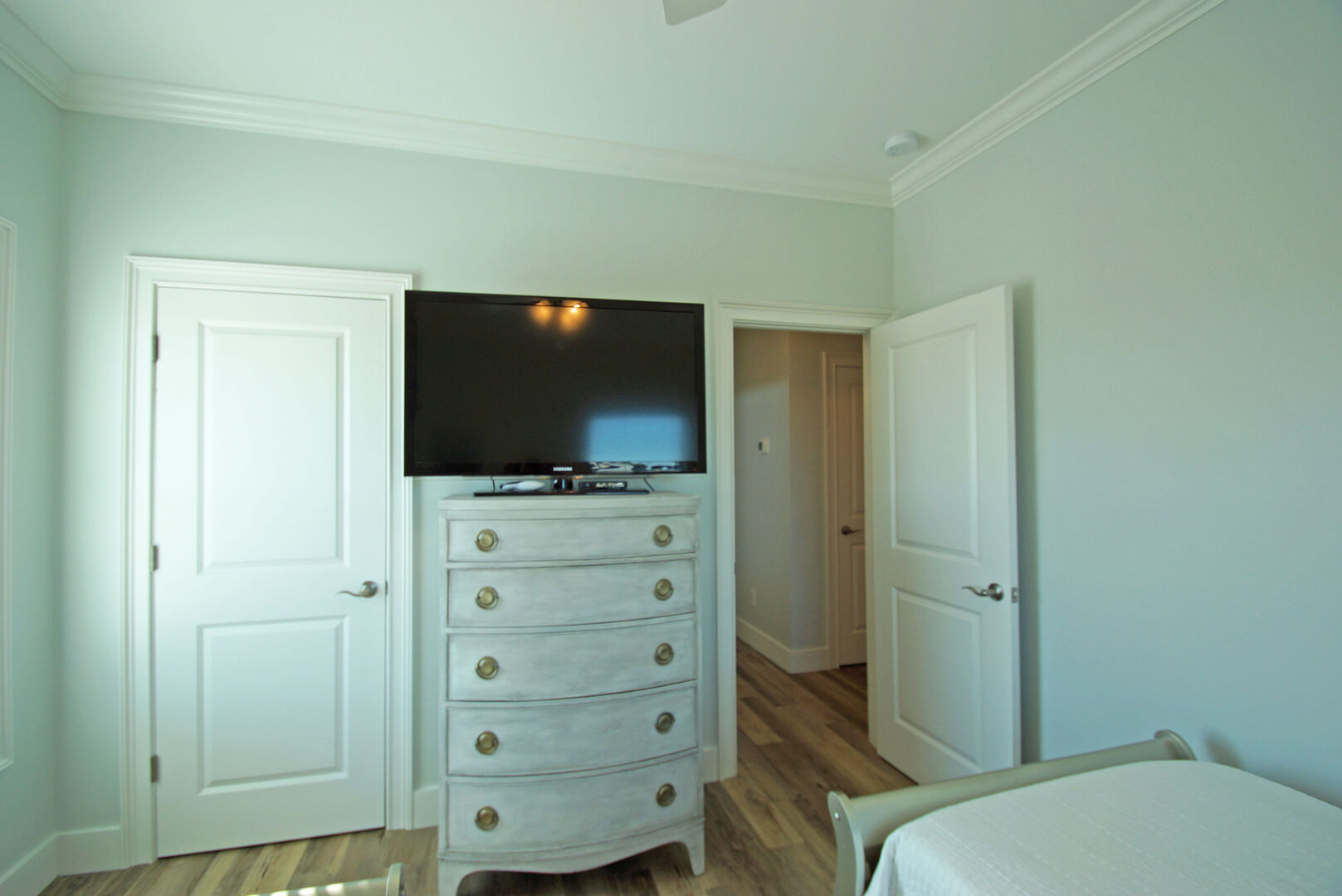 Bedroom 3 with two Twin Beds and TV