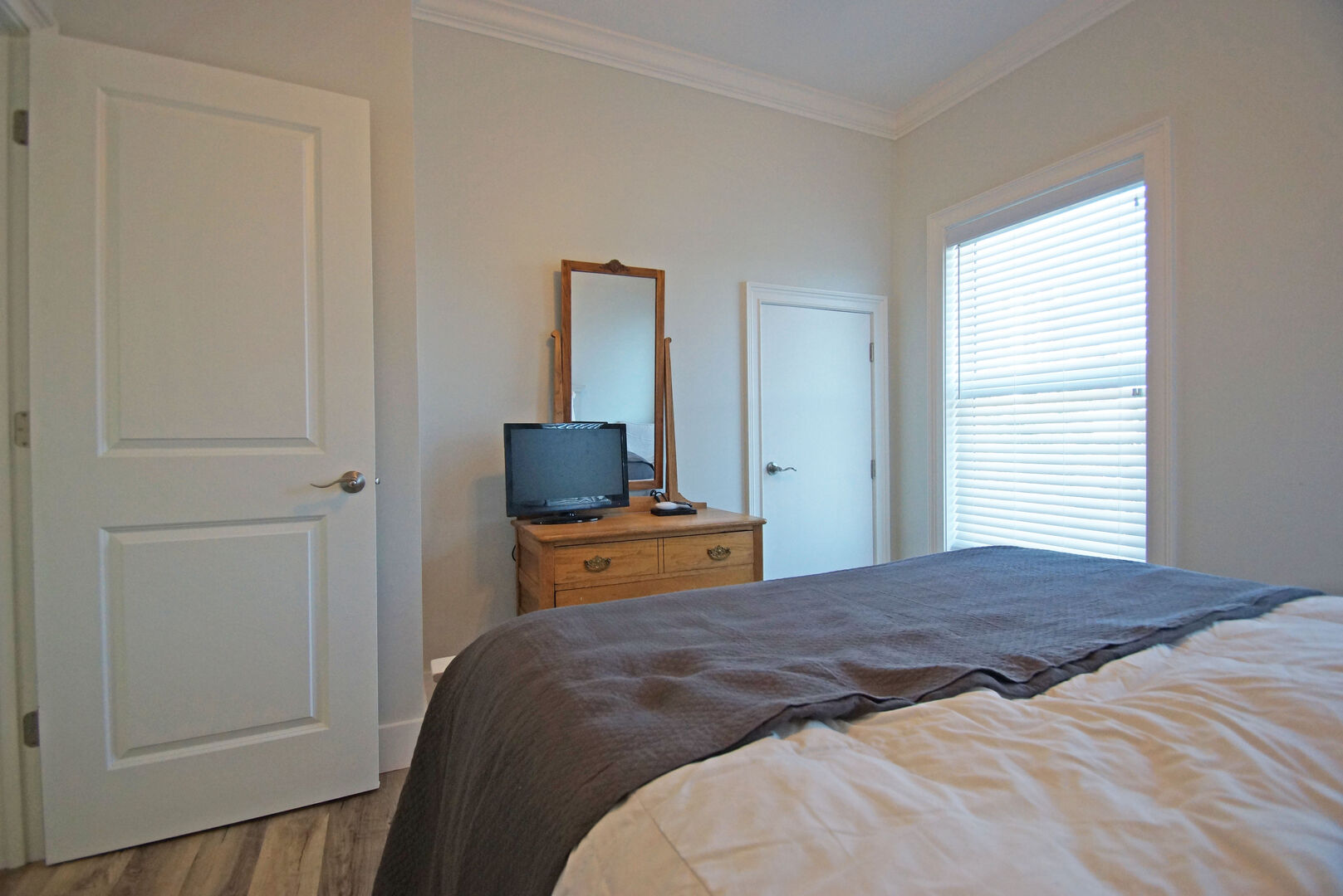 Bedroom 4 with Queen Bed and TV