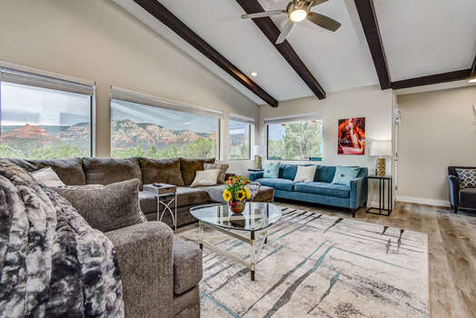 Professionally Decorated - Living Room with Mountain Contemporary Furnishings, Gas Fireplace ad 75