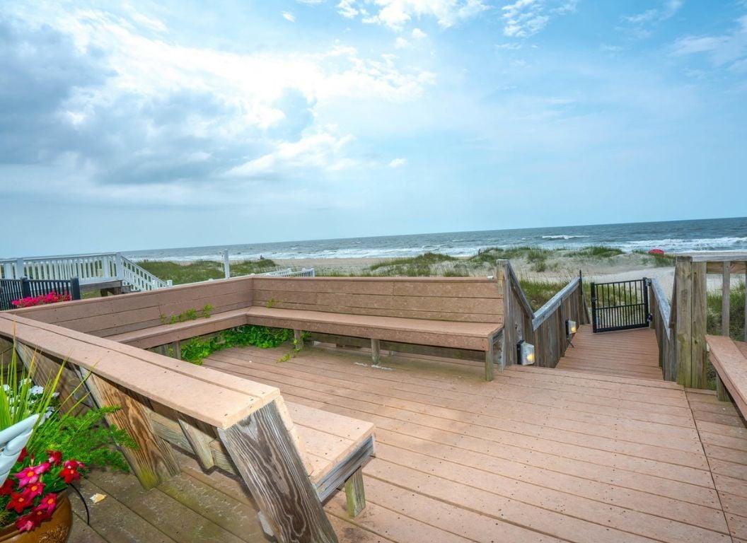 142E1 - Oceanfront House