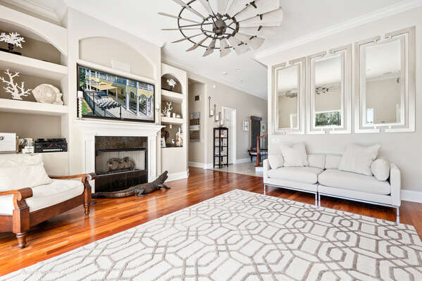Take time during your vacation to relax with the whole family in the beautiful living room