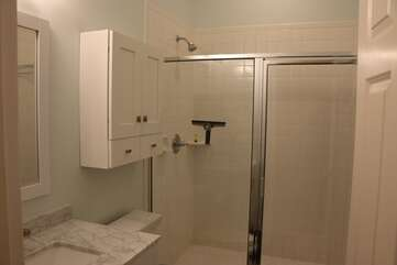 Tub/Shower combo in hall access bath