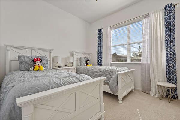 Elegant bedroom with 2 twin beds