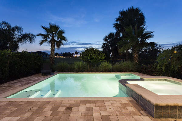 Spend your evenings poolside