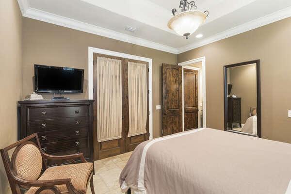 Relaxing bedroom full of gorgeous design details