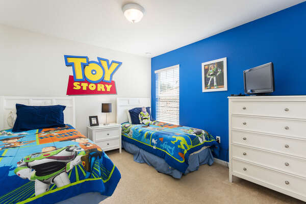 A second custom bedroom perfect for the little ones with 2 twin beds