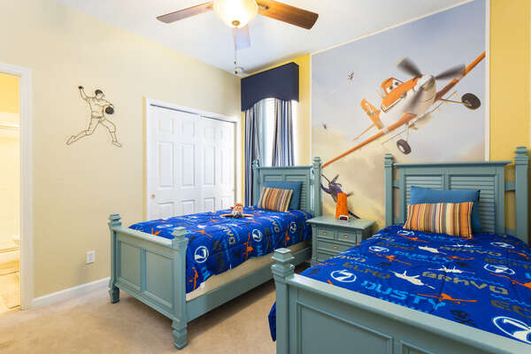 A custom bedroom for the little ones with 2 twin beds