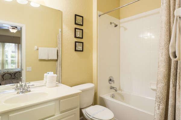En-suite bathroom with combination shower/bathtub
