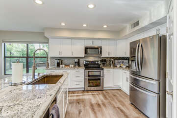 Fully Equipped Kitchen with Sleek Stainless Steel Appliances, including a Double Oven Range, and All the Utensils Needed for the Chef(s) in the Group