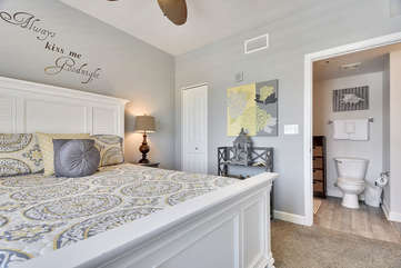 (Queen) Master bedroom with private bathroom