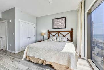 King bed + closet