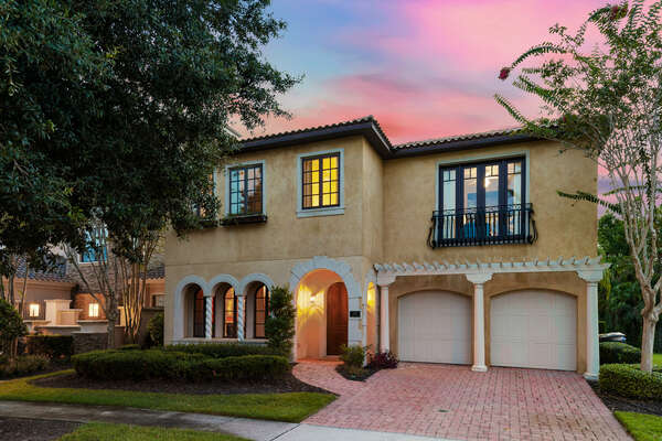 Come home from a long day of enjoying the Orlando attractions to this comfortable oasis