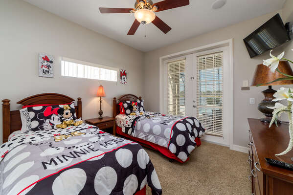 Two twins bedroom with access to the pool