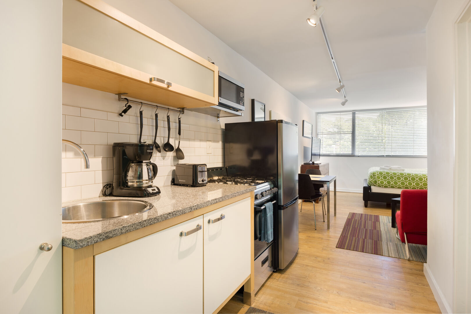 Fully Equipped Kitchen and Living Room - Short Term Apartment Atlanta - Chic Premium Studios On 25th