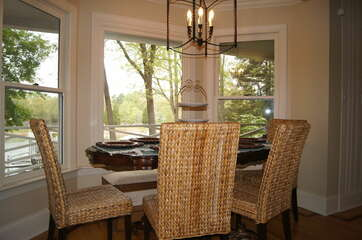 Breakfast nook - Perfect space for gathering or sitting and taking in the views!