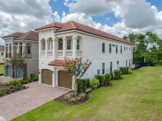 Fairway Joy is a gorgeous 5 bedroom vacation villa for rent.