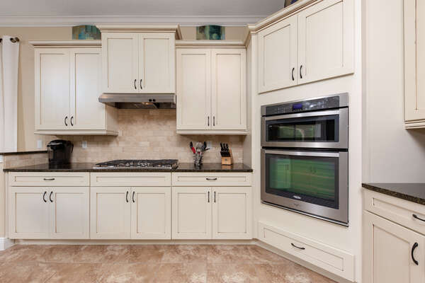 Plenty of space with stainless steel appliances