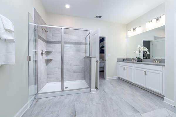 Ensuite bathroom gives you plenty of room