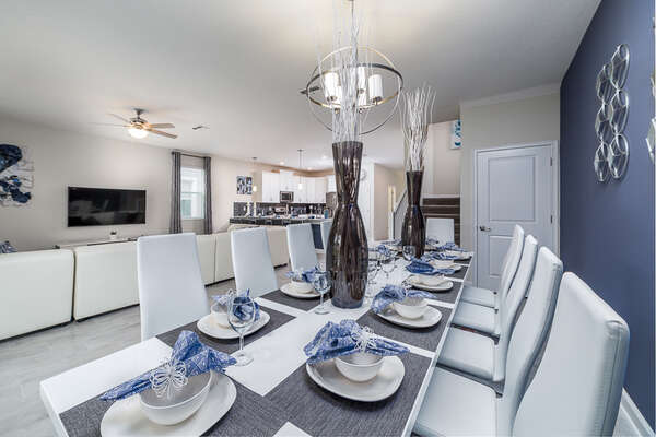 The dining table is decorated with a high standard to add luxury to your meals