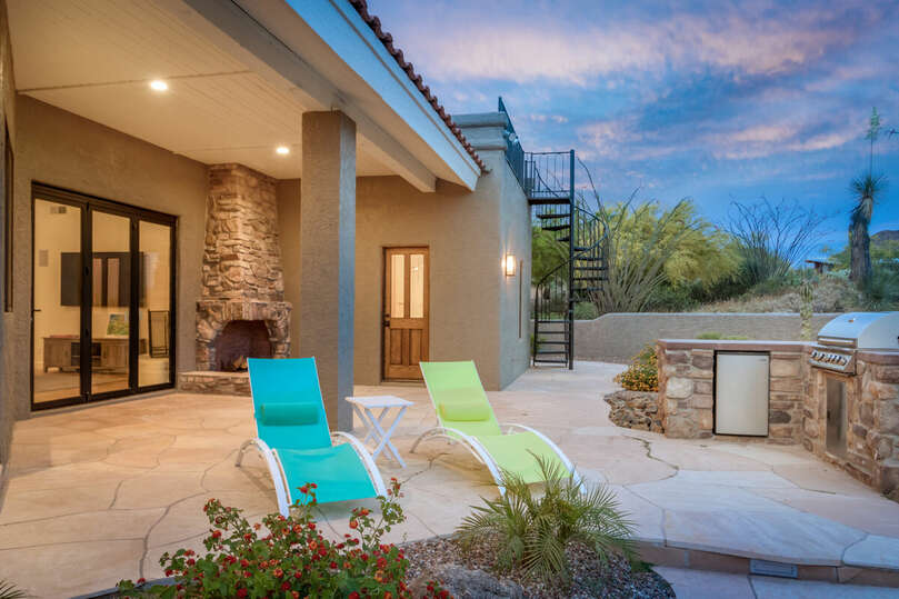Mountain views and a sparkling pool for the perfect desert lifestyle.