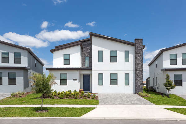 Come home to this luxurious home after enjoying the Orlando attractions