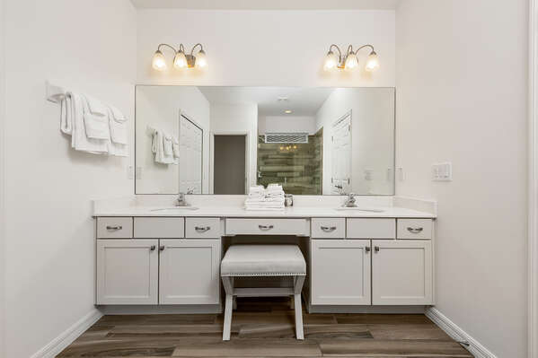 Ensuite bathroom with vanity