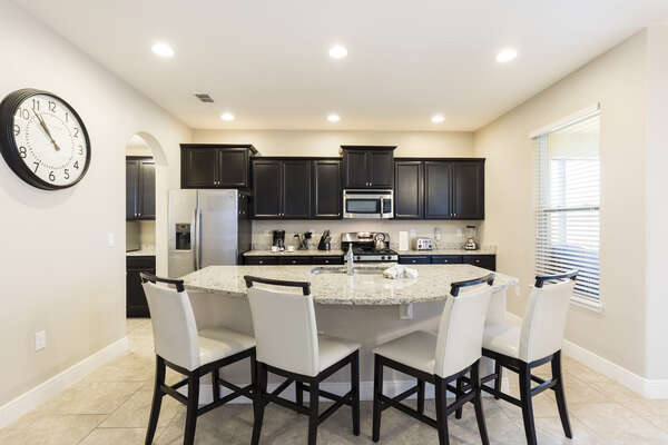 Enjoy a snack from the fully-equipped kitchen at the breakfast bar with seating for 4