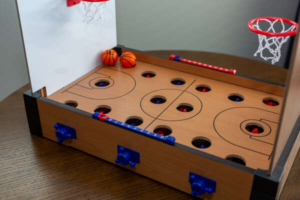 Play at the tabletop basketball game