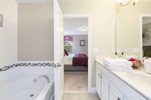 Ensuite bathroom with garden tub