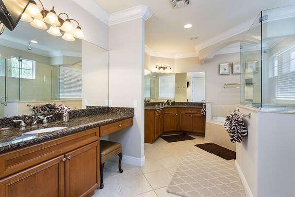Oversized ensuite master bathroom