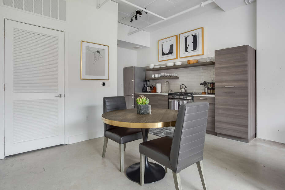 Dining Area with Seating for Two at Ponce Market Apartment