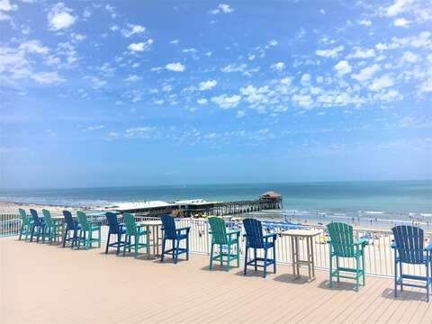 360 degree Rooftop Patio available to guests! See gorgeous sunsets from the west, watch shuttle launches or enjoy a coffee overlooking the Pier!