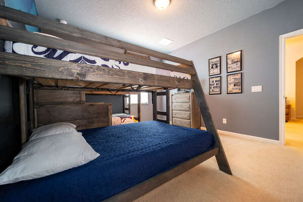 2 bunk beds offer 3 twin beds and a full size