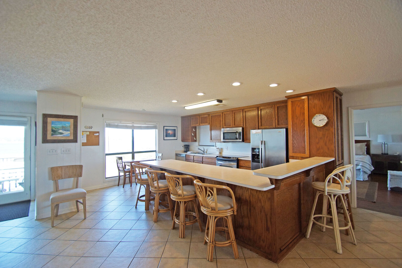 Fully equipped Kitchen with Bar Seating for six