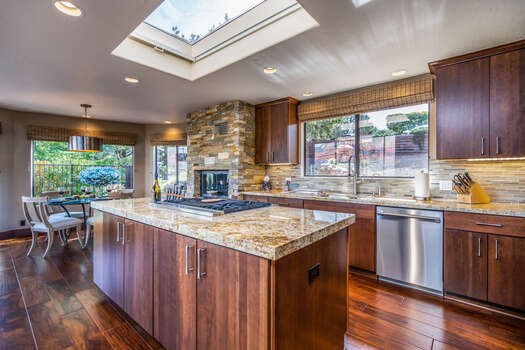 Fully Equipped Kitchen and Breakfast Nook - All with Amazing Views!
