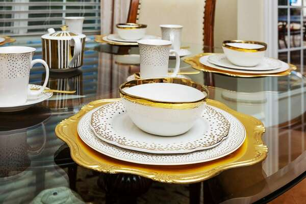 Gorgeous dish sets in the home